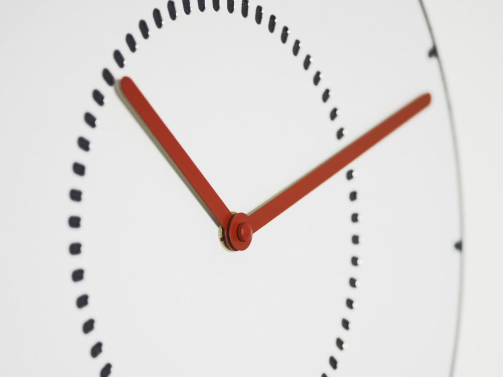 rote Zeiger Wanduhr WD